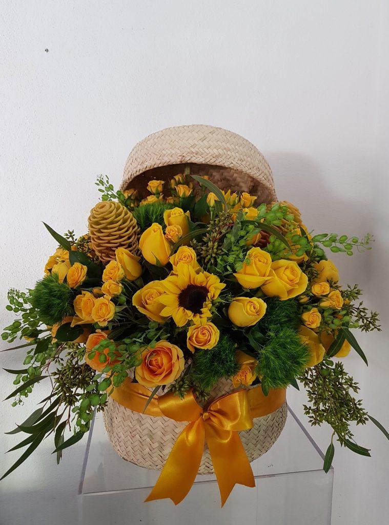 Flores amarillas, canasta