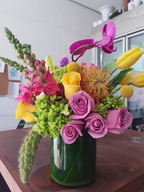 Rosas tulipanes y orquídeas