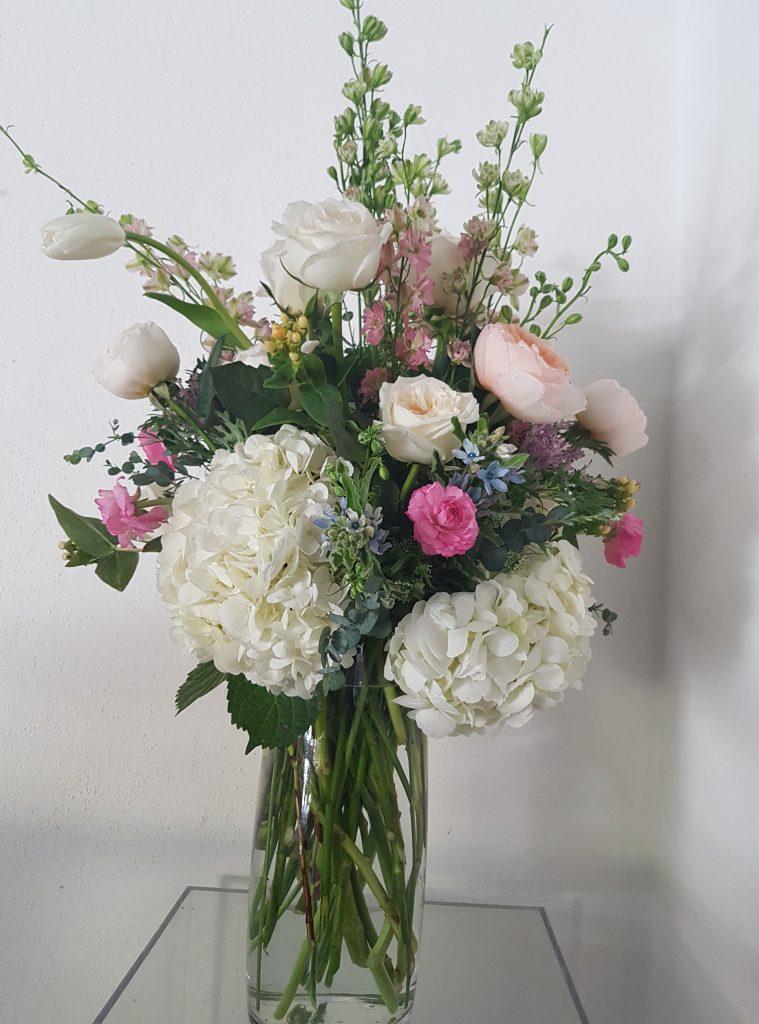 Hortensia blanca con tonos rosas pasteles
